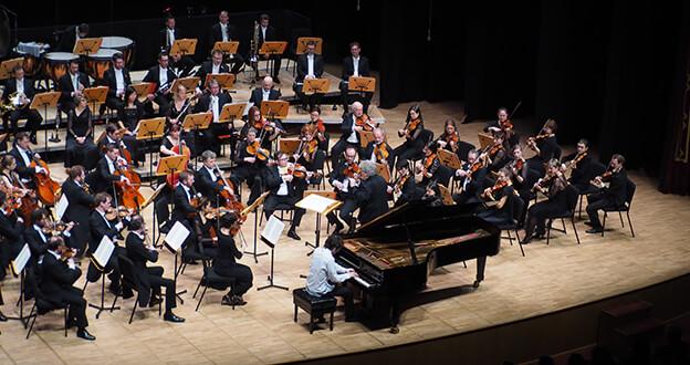 Strazburg Filarmoni Orkestrası Müzikseverleri Büyüledi