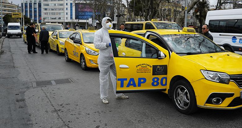 İstanbul'da Taksiler Dezenfekte Ediliyor