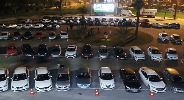 İzmirliler, Açık Hava Sinemasıyla Bir Araya Geliyor