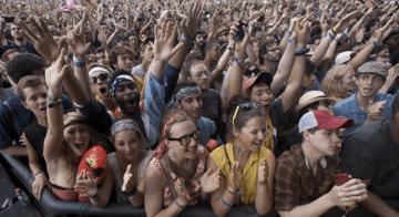 Koronaya yakalanma festivali düzenlediler