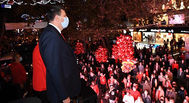 Kadıköy'de 19:23'te Cumhuriyet Bayramı Coşkusu