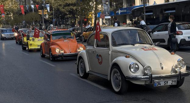 Cumhuriyet'in 97.Yılına Klasik Otomobiller Damga Vurdu