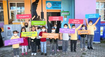 Yeni Dünya Kampanyası'nda İlk Tabletler Çocuklara Ulaştı
