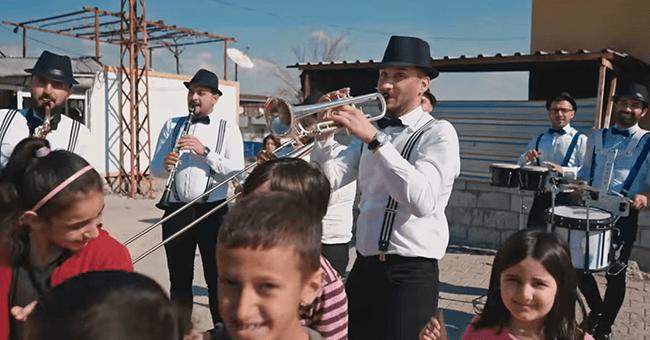 'Big Bando'nun ilk klibinin geliri, eğitimden uzak kalan çocuklara bağışlanacak