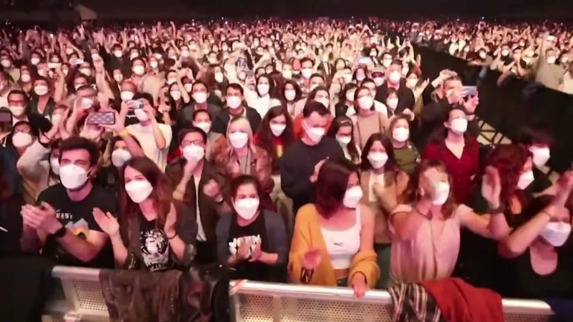 İspanya'da 5 bin kişinin katıldığı sosyal mesafesiz konser