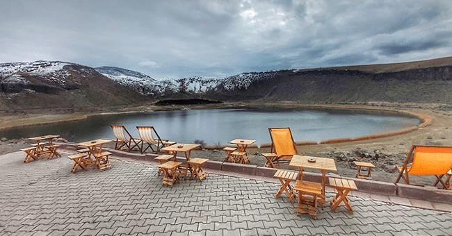 'Kapadokya'nın kalbi' Narlı Göl'de ilkbahar güzelliği