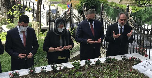 Münir Nurettin Selçuk, mezarı başında anıldı